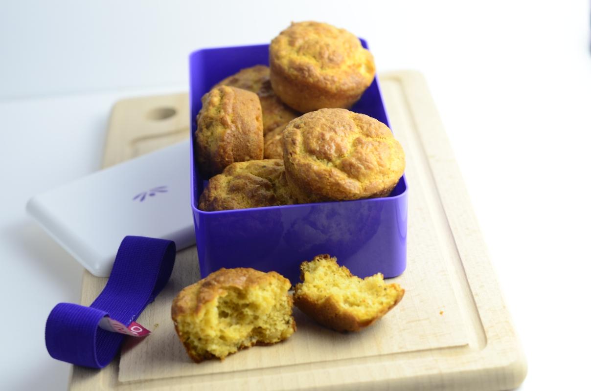 Wytrawne muffinki pełnoziarniste z garam masalą w lunchboxie