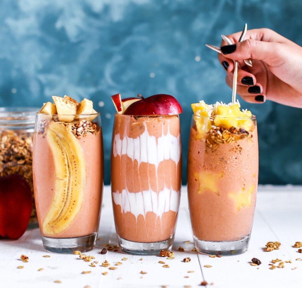 Owocowe koktajle odchudzające w szklankach