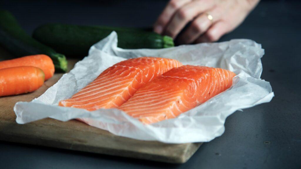 Łosoś pieczony - propozycja na dietetyczny obiad
