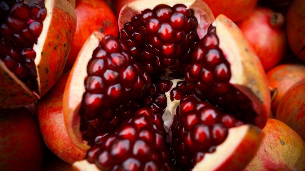 Świeży granat (owoc)