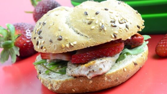Kanapka z truskawkami i mięsem